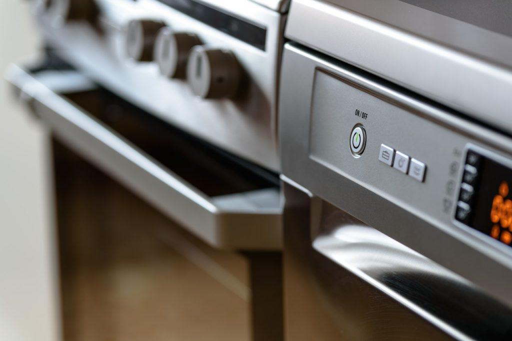 Four et cuisinière métallisés