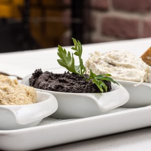 Apéritif avec tapenade olives noires maison
